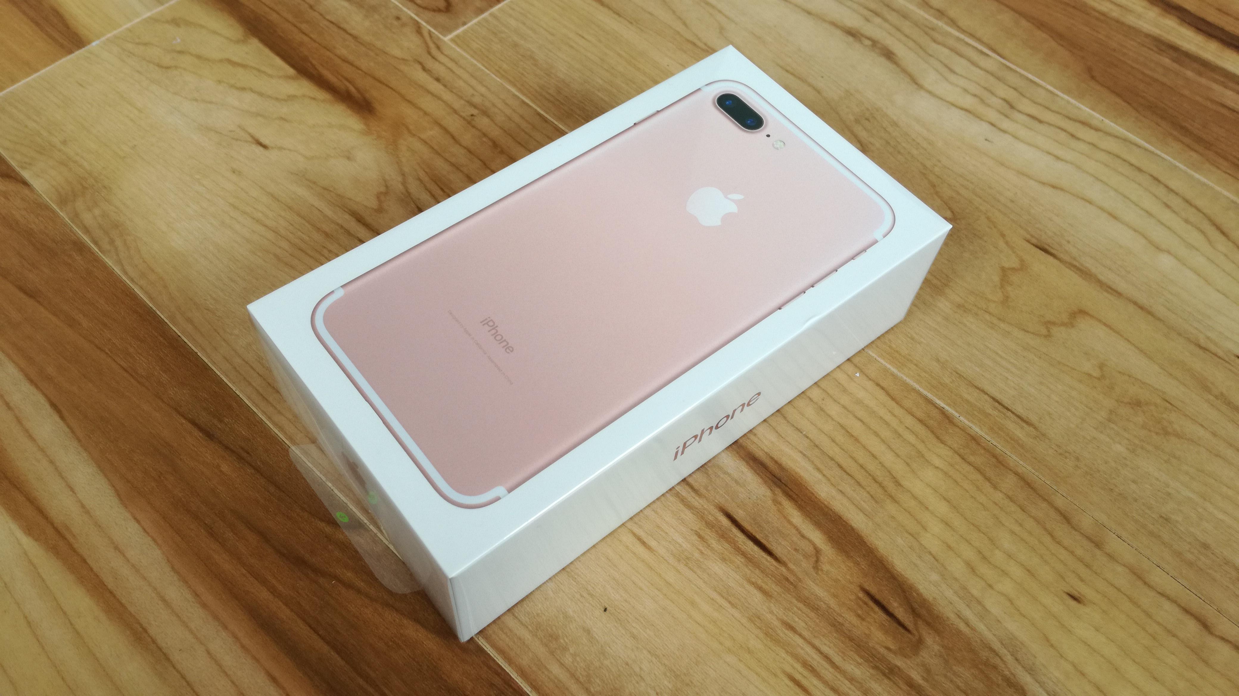 iPhone7 Plusの製品化粧箱