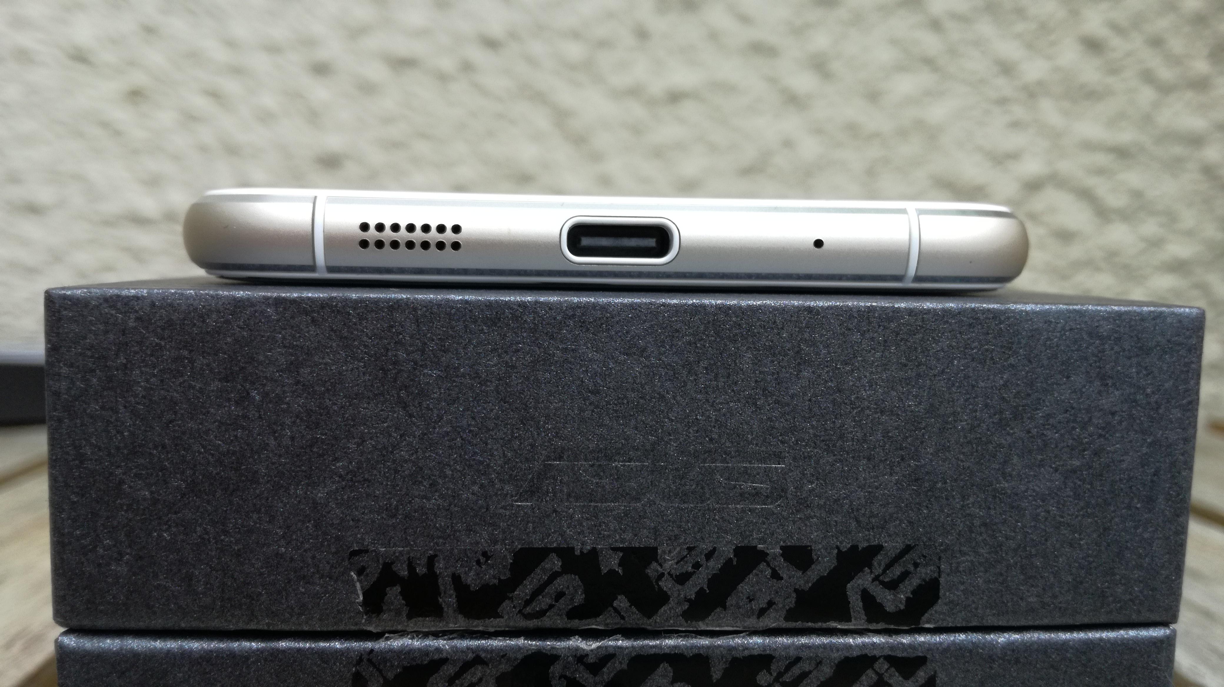 スピーカー、USB Type-Cポート、マイク