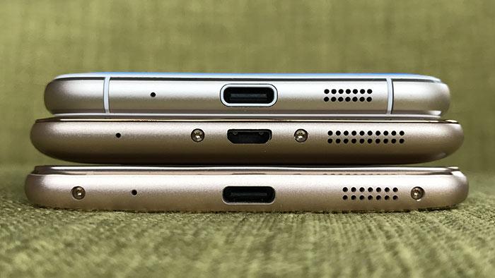 マイク、micro USBポート、スピーカーが配