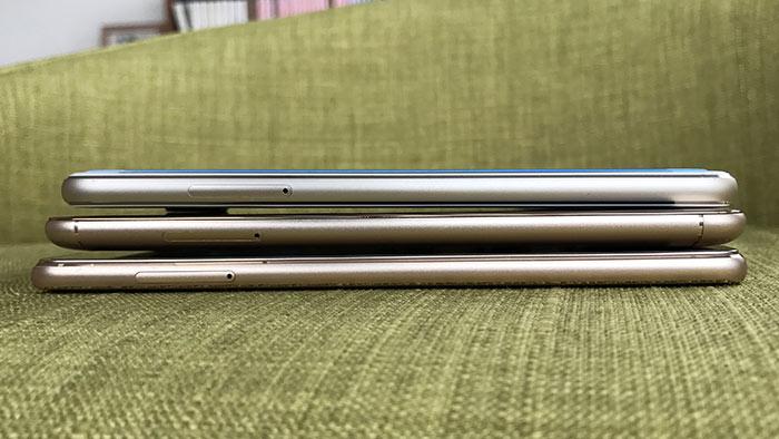 SIMカード・microSDの挿入口