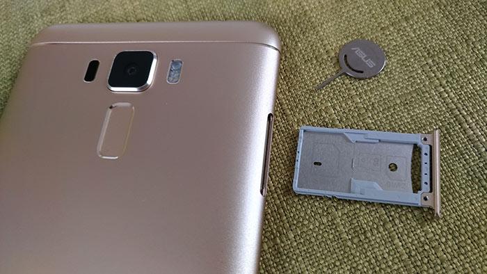 ZenFone3 LaserのSIMカードスロット