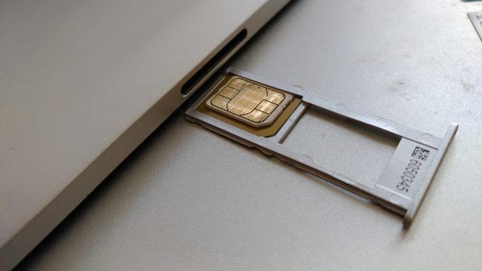 micro SIMとnano SIMの2枚