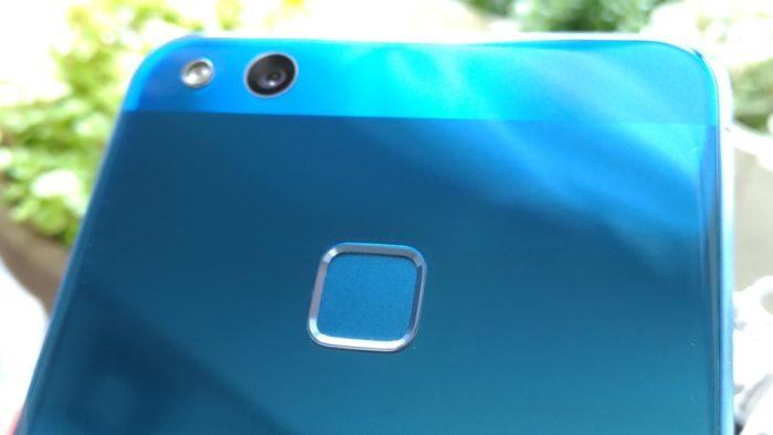 HUAWEI P10 liteは青色を購入