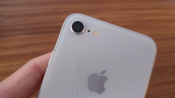 iPhone7と同じく1,200万画素のカメラが1基