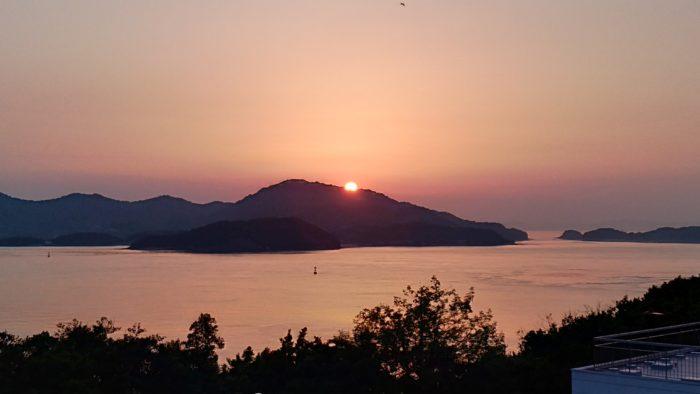 本島に沈む夕日♪