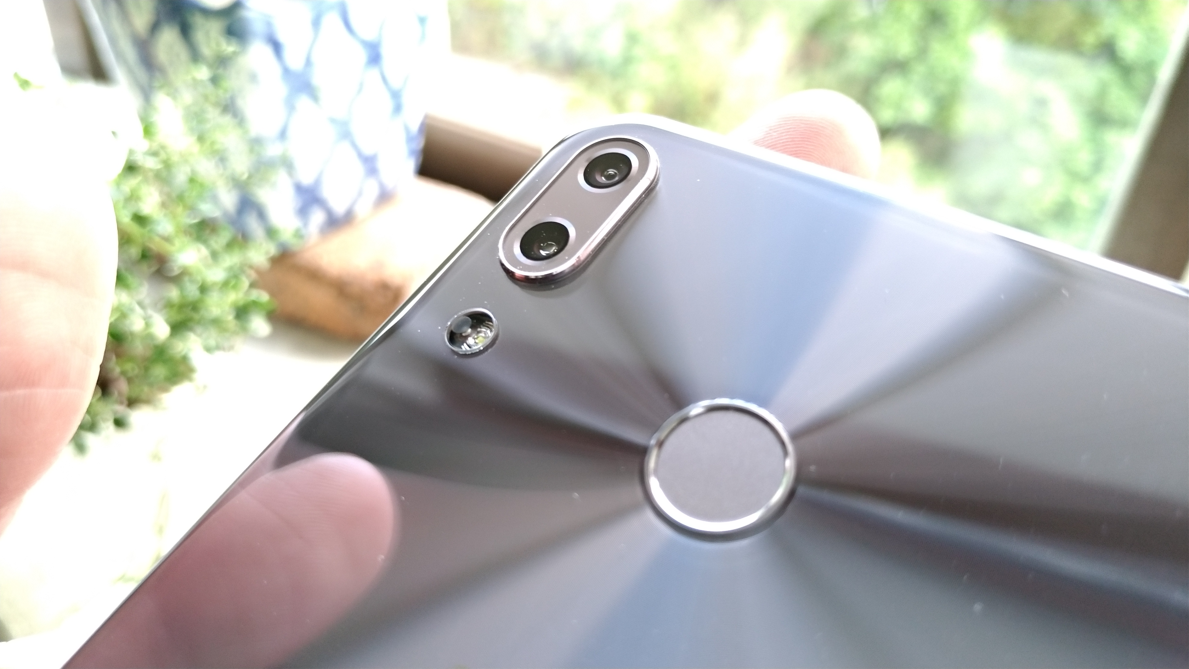 ZenFone4より慎重