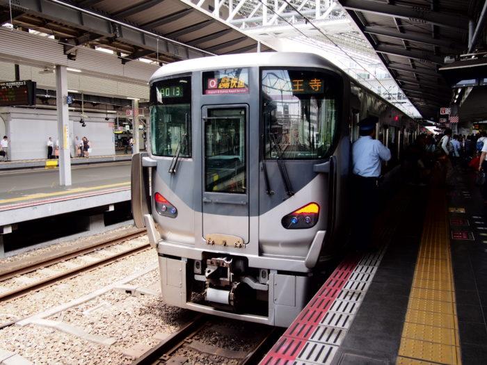 大阪駅に停車する天王寺行き