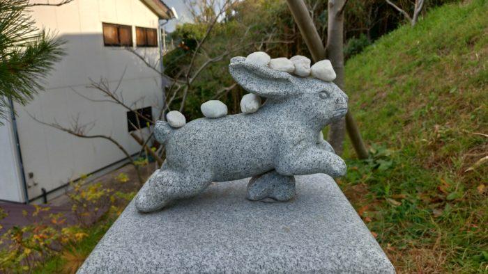 ウサギさんの石像