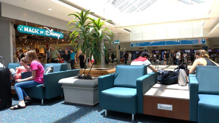 オーランド国際空港はショッピングモール