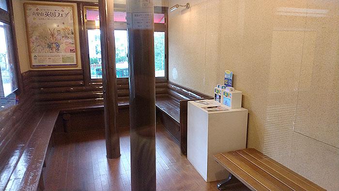 六甲ケーブル下駅の待合室