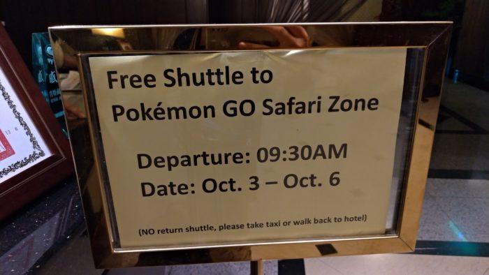 会場へと無料のシャトルバス
