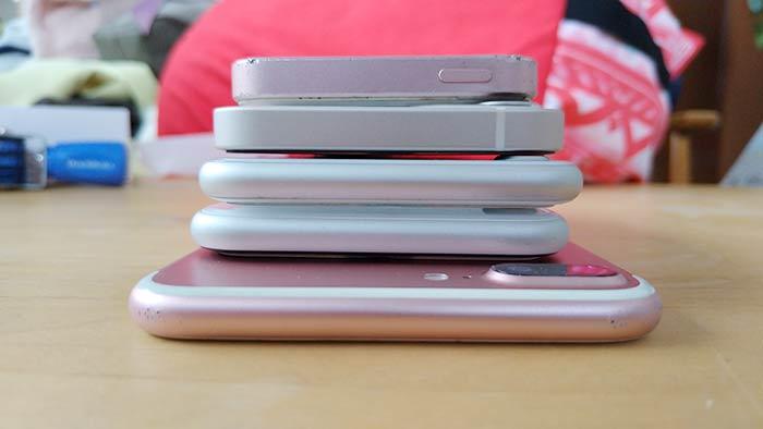 初代iPhoneSEだけ電源ボタン