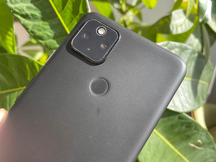 カメラ2基と指紋センサー