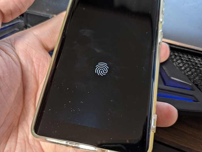 楽天ハンド 親指で指紋認証ができる
